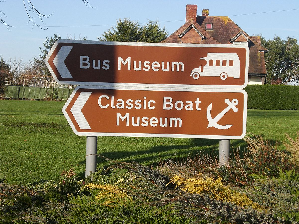 1200px-Sign_for_the_Isle_of_Wight_Bus_Museum.JPG